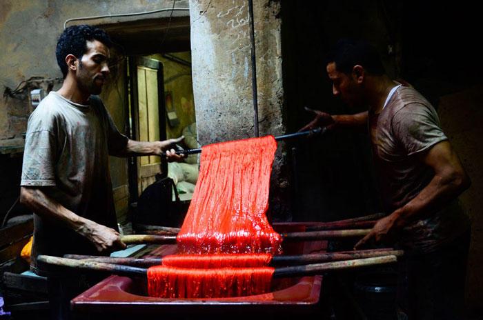 صباغة بالطرق الفرعونية في مصر