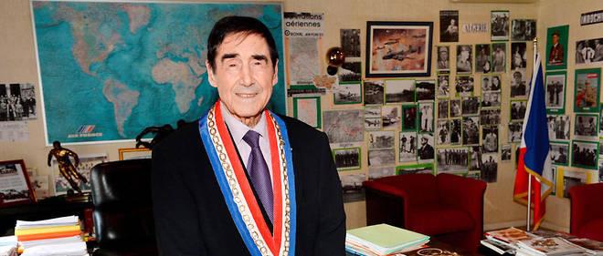 مرشح لرئاسة البلدية في فرنسا بعمر98