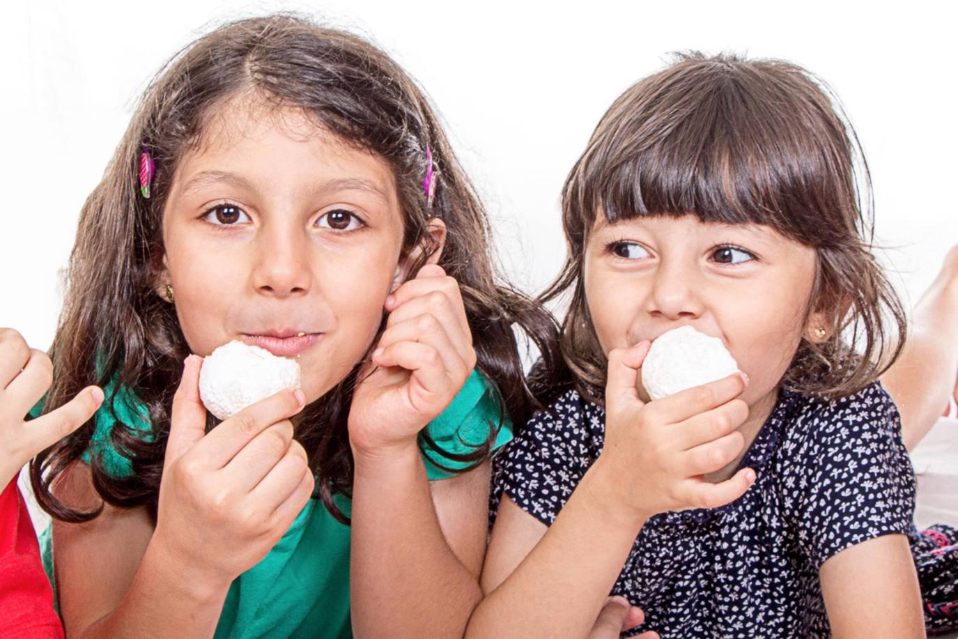 يتناول الأطفال الحلويات المصنعة من السمن الصناعي بكثرة