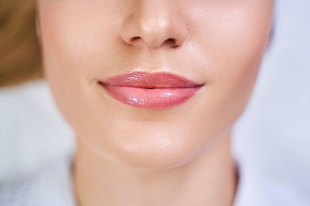 تمتاز الزيوت النباتي بخصائص فعالة لإزالة التجاعيد حول الفم