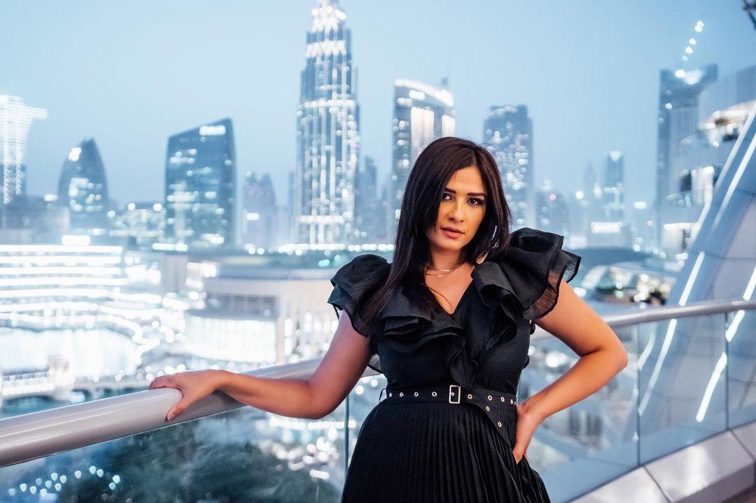 ياسمين عبد العزيز تغادر العناية المركزة ولكن الزيارة ممنوعة