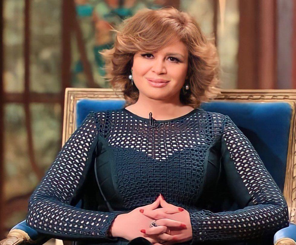 بالفيديو إلهام شاهين تُغَالِب دموعها تأثراً لما وصل إليه لبنان