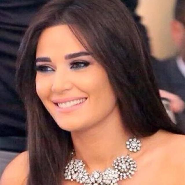 """بالفيديو: ابنة سيرين عبد النور تغني أغنية """"عادي"""" بمشاركة والدتها"""