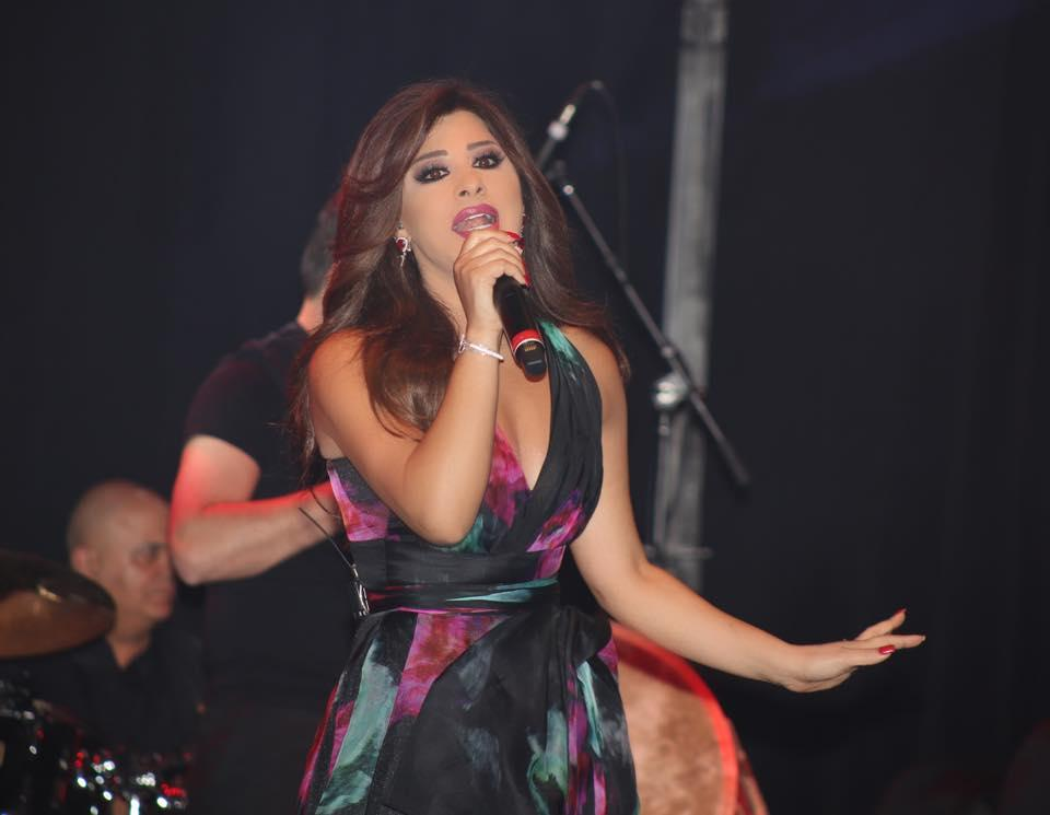 بالصور: إطلالات نجوى كرم في حفلاتها الغنائية حول العالم
