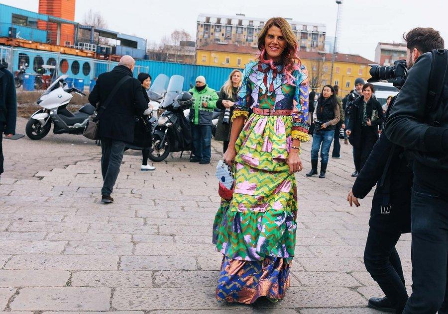 ألوان مشرقة و طبعات متنوعة في إطلالات الشوارع من ميلان