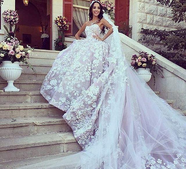 45258f407 فساتين زفاف إيلي صعب بعيداً عن منصات عروض الأزياء! | مجلة سيدتي