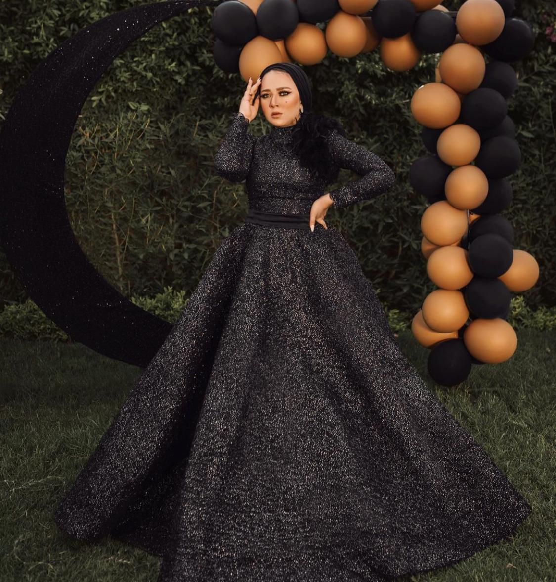 فستان اسود منفوش لخيار فاخر