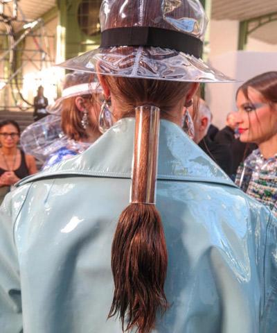 الاكسسوارات-الشفافة-على-الشعر.jpg