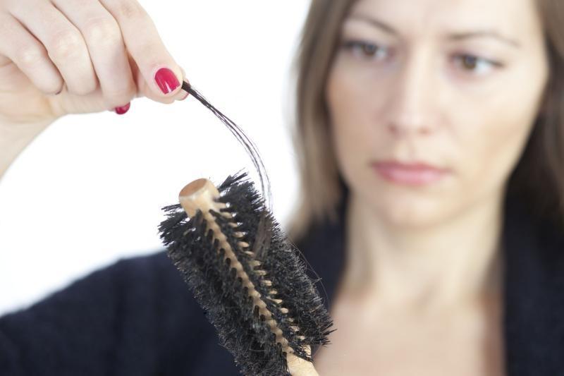 علاج تساقط الشعر واسبابه