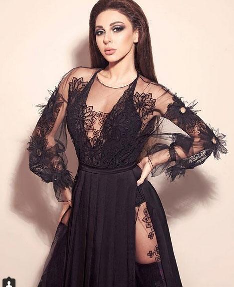 ميريا فارس بفستان شفاف