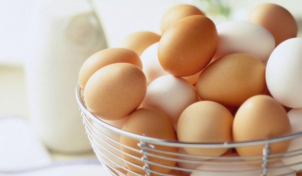 علاج تساقط الشعر بقناع البيض