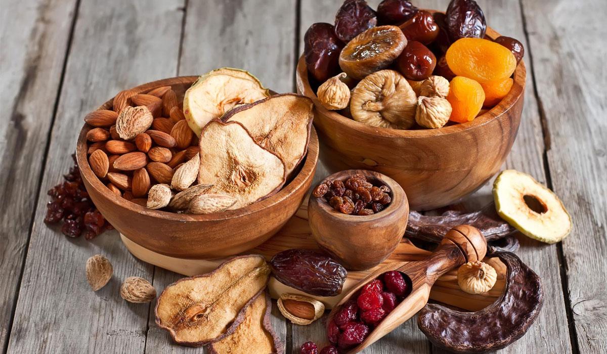 الفاكهة المُجفّفة تحتوي على المعادن والفيتامينات والألياف، ولكنَّها غنيَّة بالطاقة