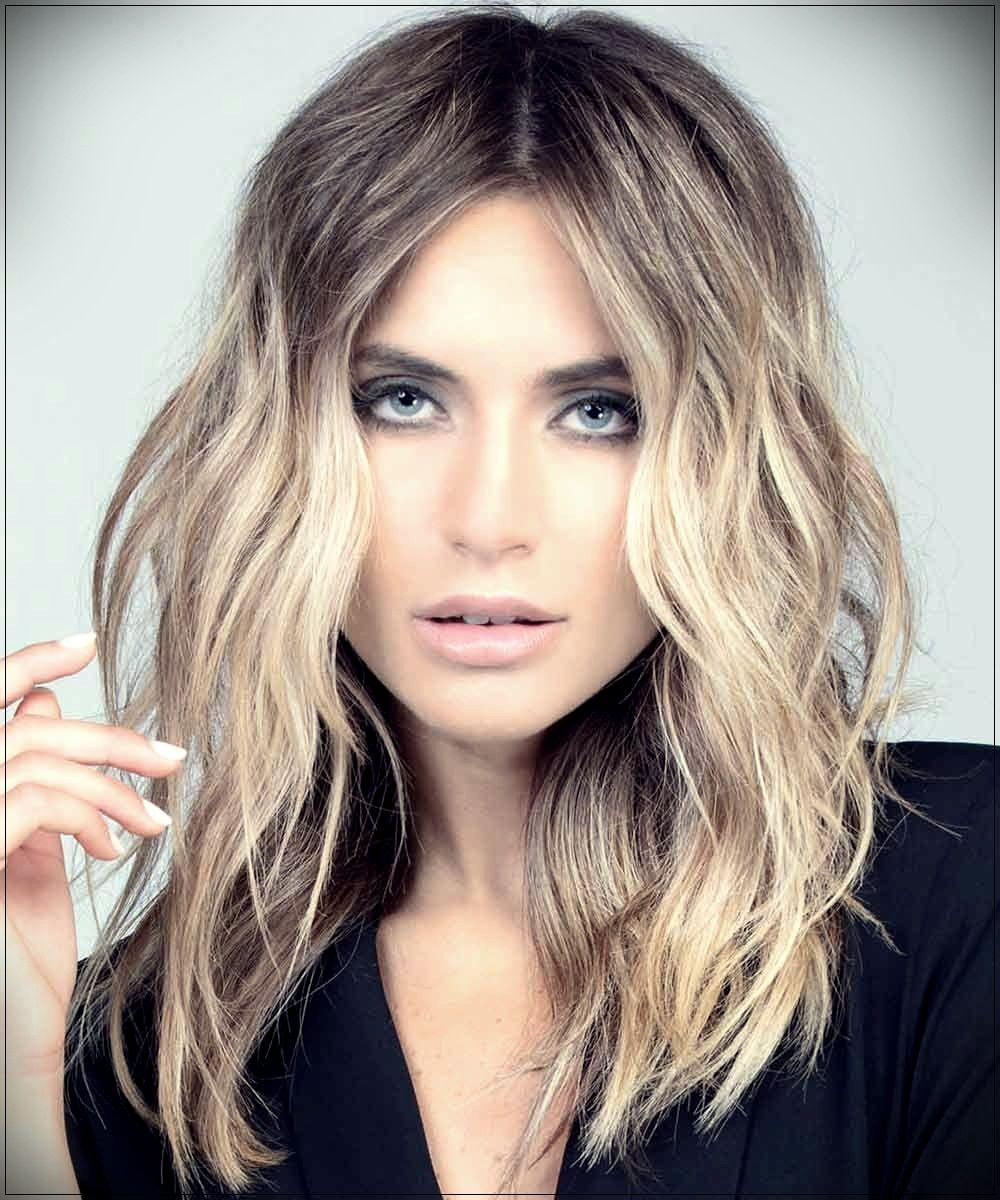تسريحة الشعر المتوسط الطول بدون غرّة