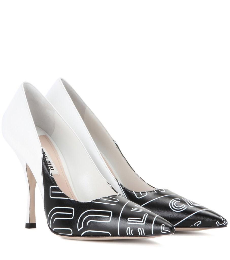 حذاء من تصميم ميو ميو