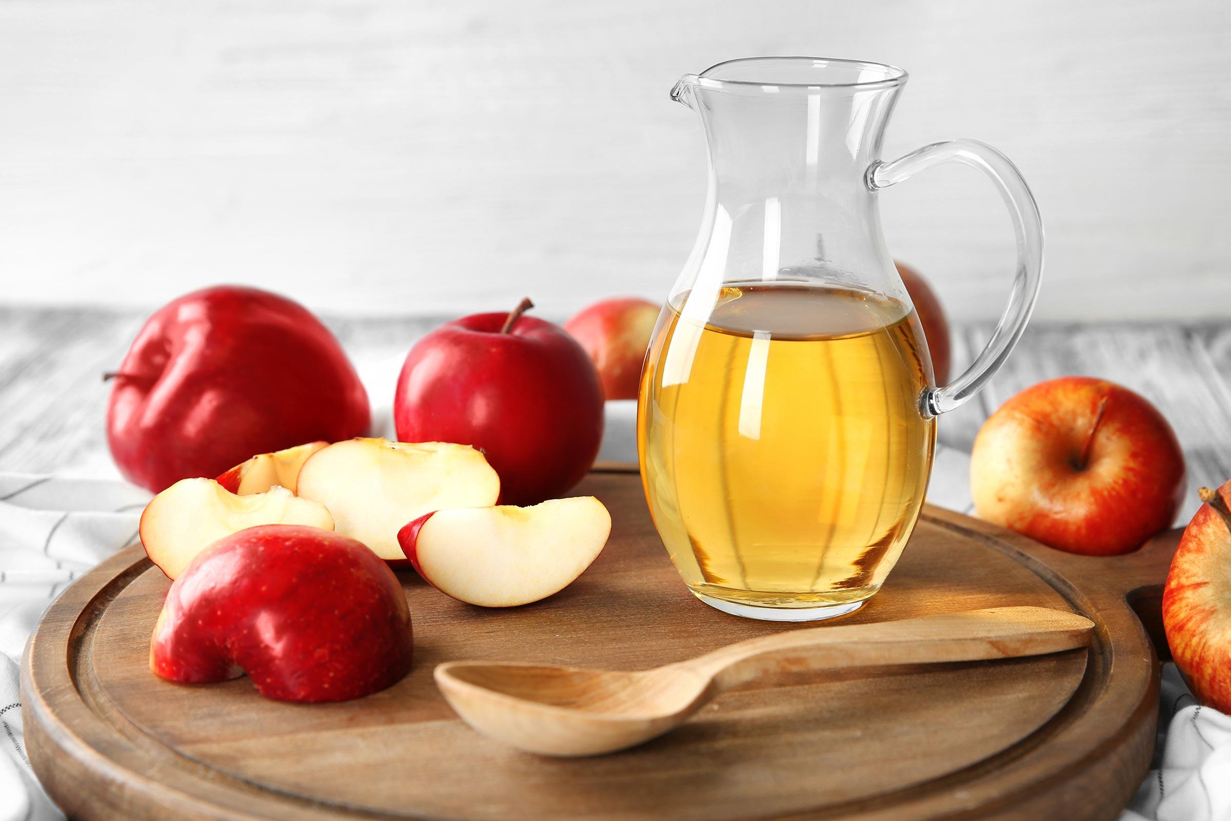 خل التفاح لمنع تقشير البشرة