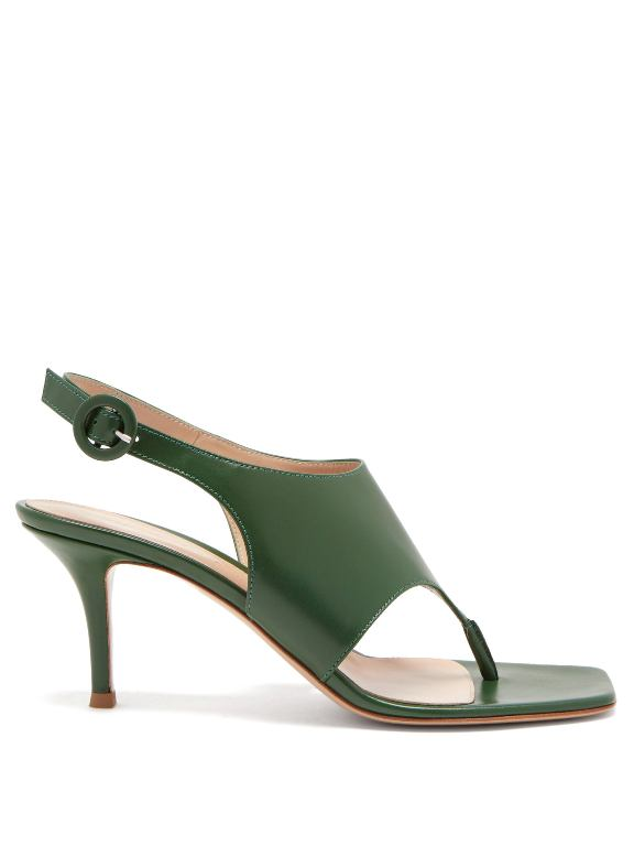 أحذية ملونة