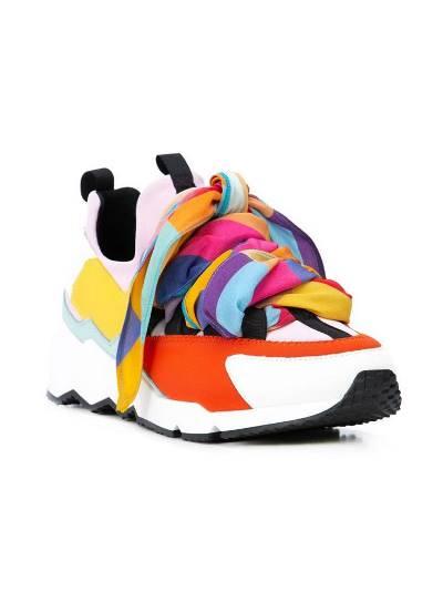 احذية ملونة