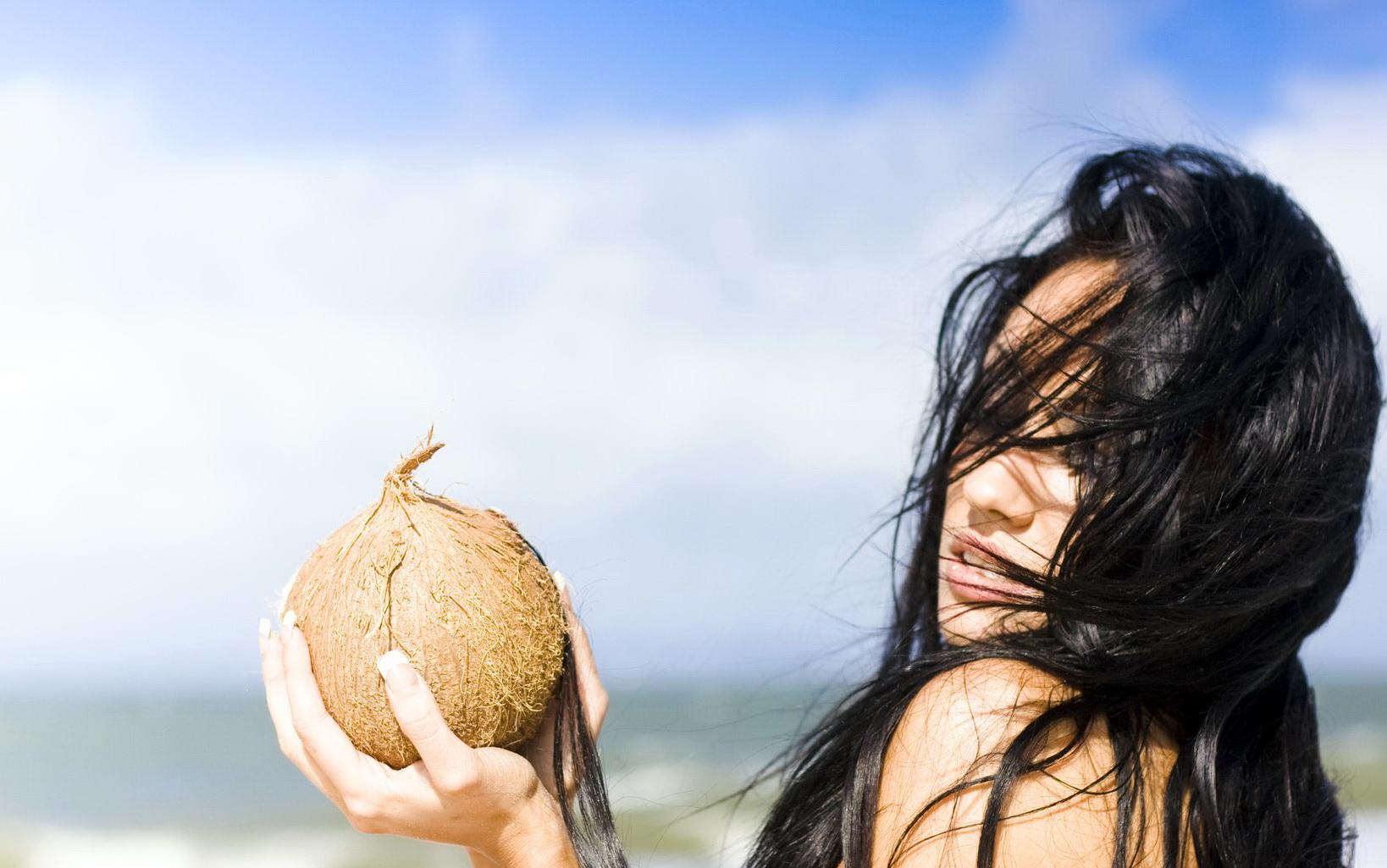 أفضل الزيوت للعناية بالشعر على البحر