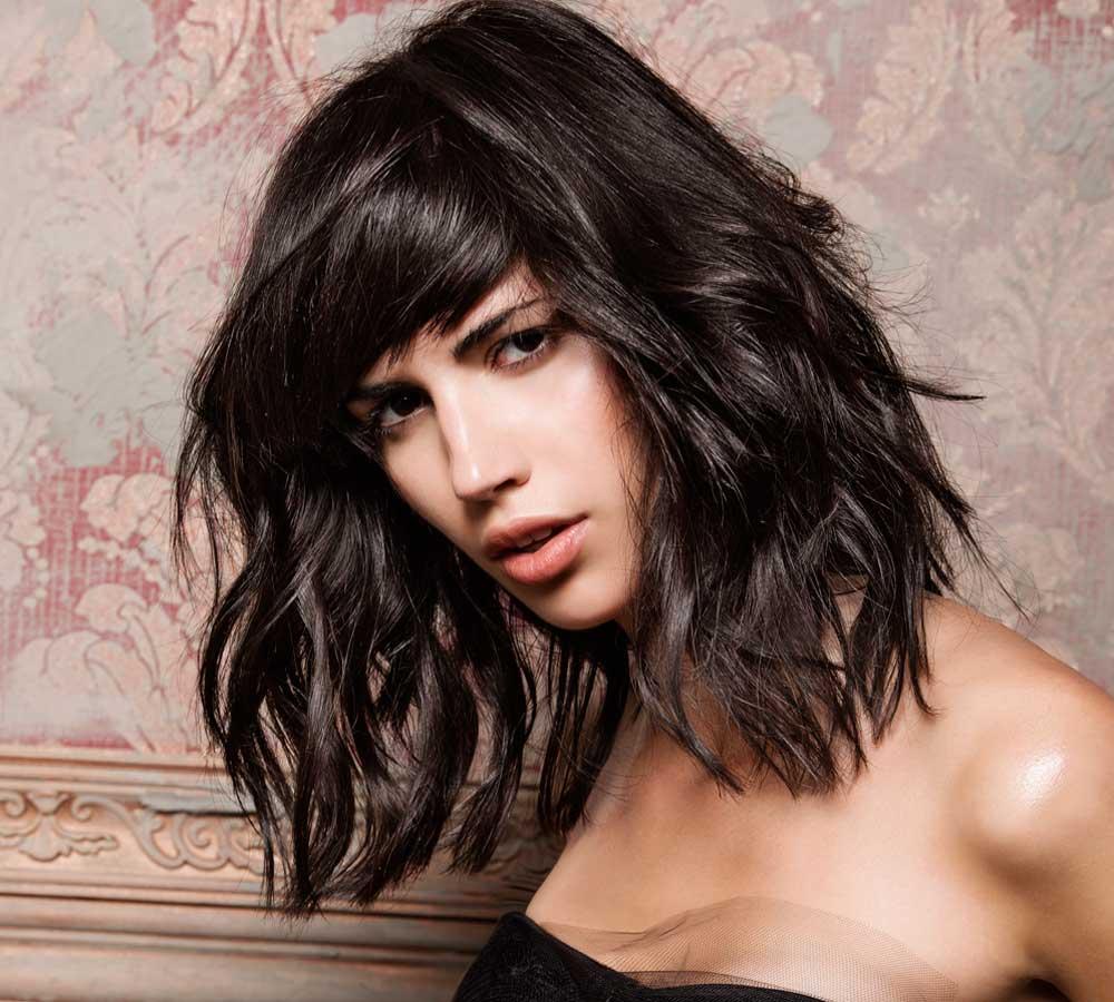 تسريحة الشعر متوسط الطول مع غرّة