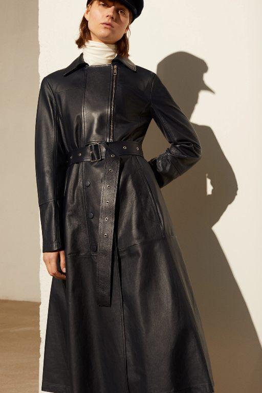 أزياء جلد أسود