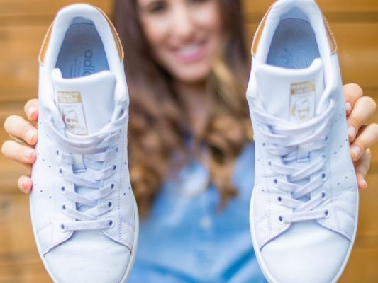 طرق تنظيف الأحذية الرياضية