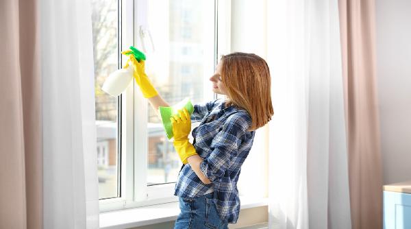 طريقة تنظيف شبابيك الالمنيوم