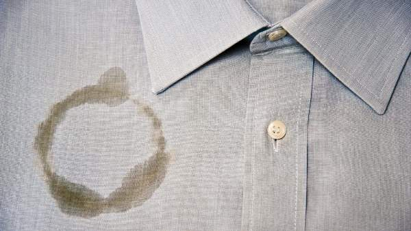 إزالة بقع الزيت من الملابس