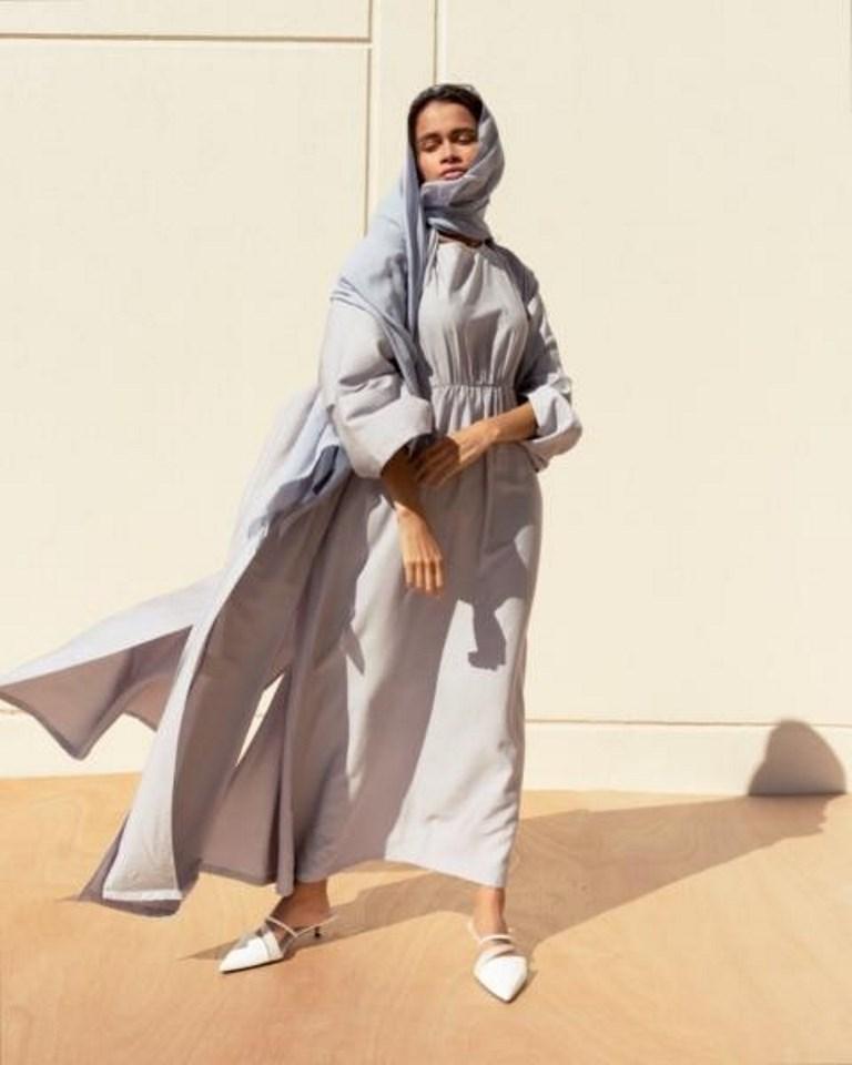 عباية رمادية من تصميم  Ciel Dubai