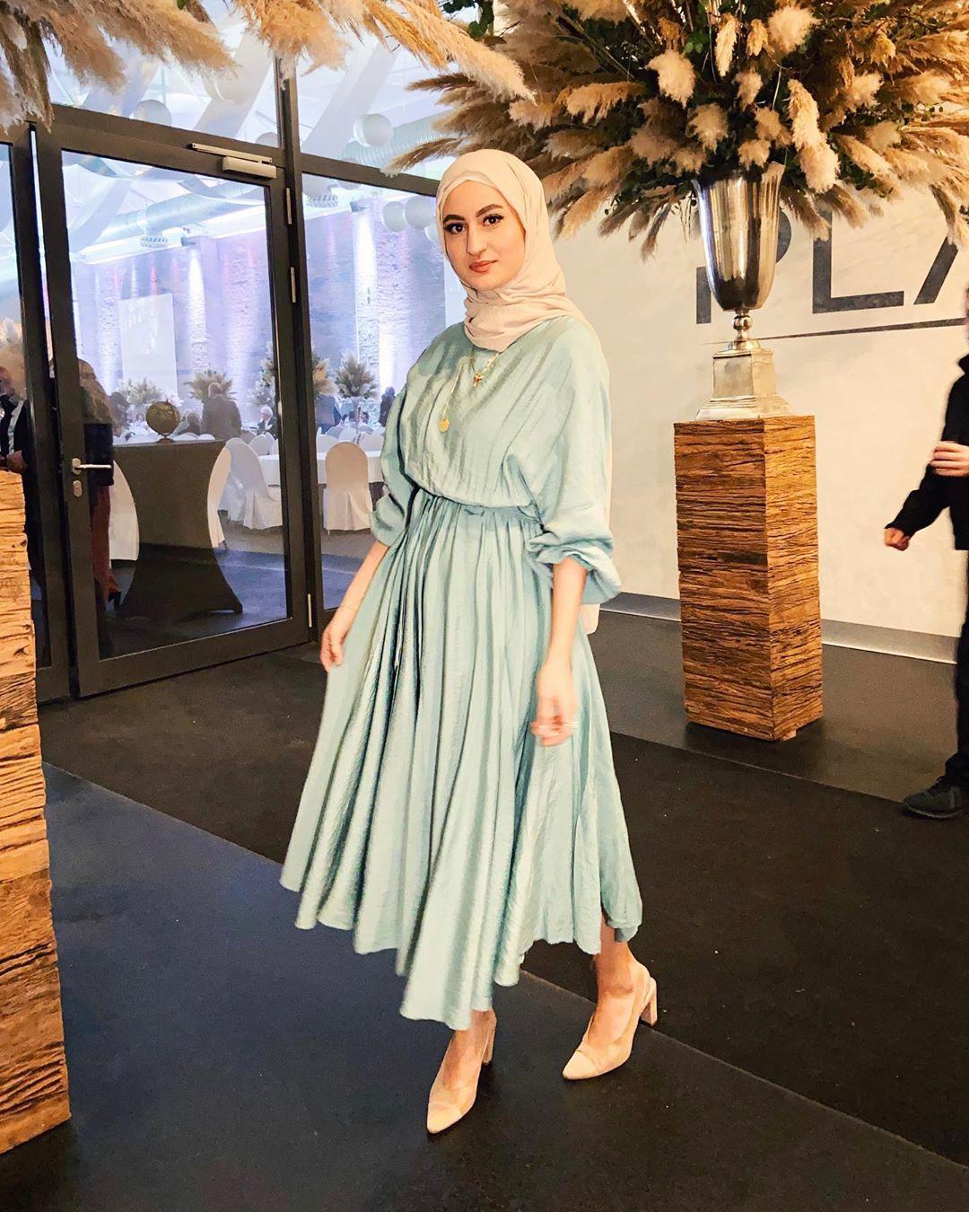 فستان بتنورة مكسره للمحجبات
