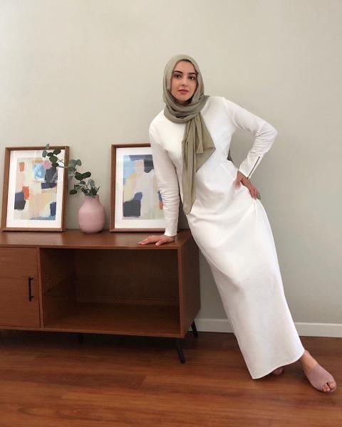 فستان أبيض مستقيم القصة