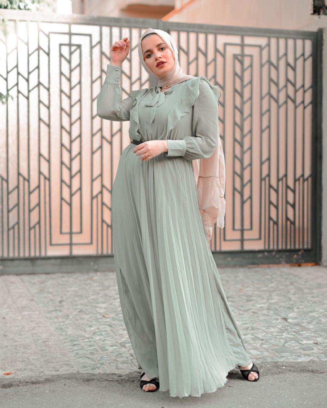 فستان أخضر فاتح بليسيه