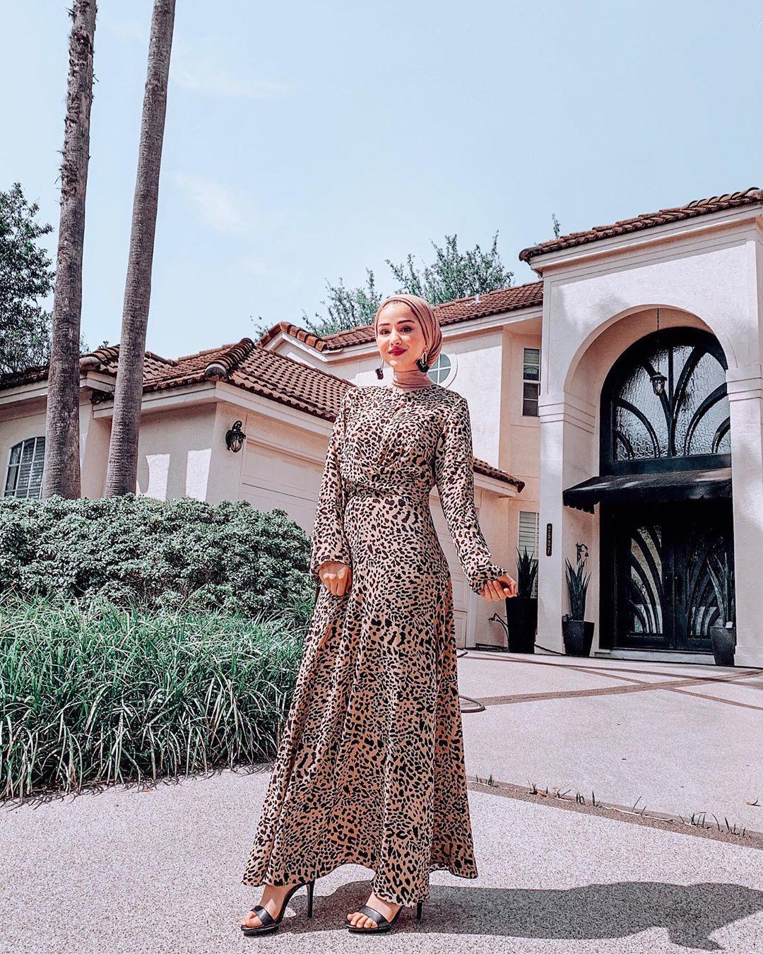 فستان طويل للمحجبات بطبعة النمر