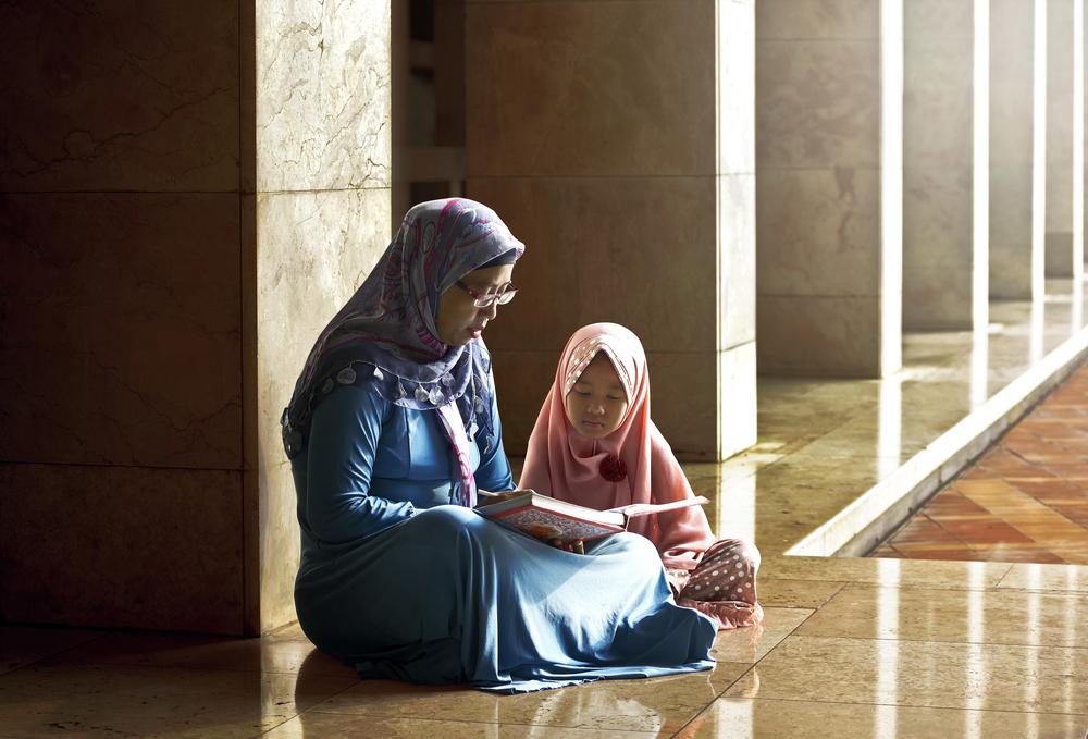 كيف تغرسين حب القرآن الكريم في نفس طفلك %D9%8A%D8%B3%D8%AA%D