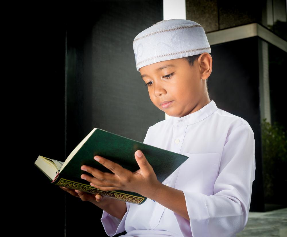 كيف تغرسين حب القرآن الكريم في نفس طفلك %D9%8A%D9%82%D8%B1%D