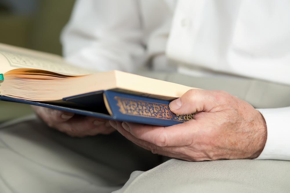 كيف تغرسين حب القرآن الكريم في نفس طفلك shutterstock_3410746