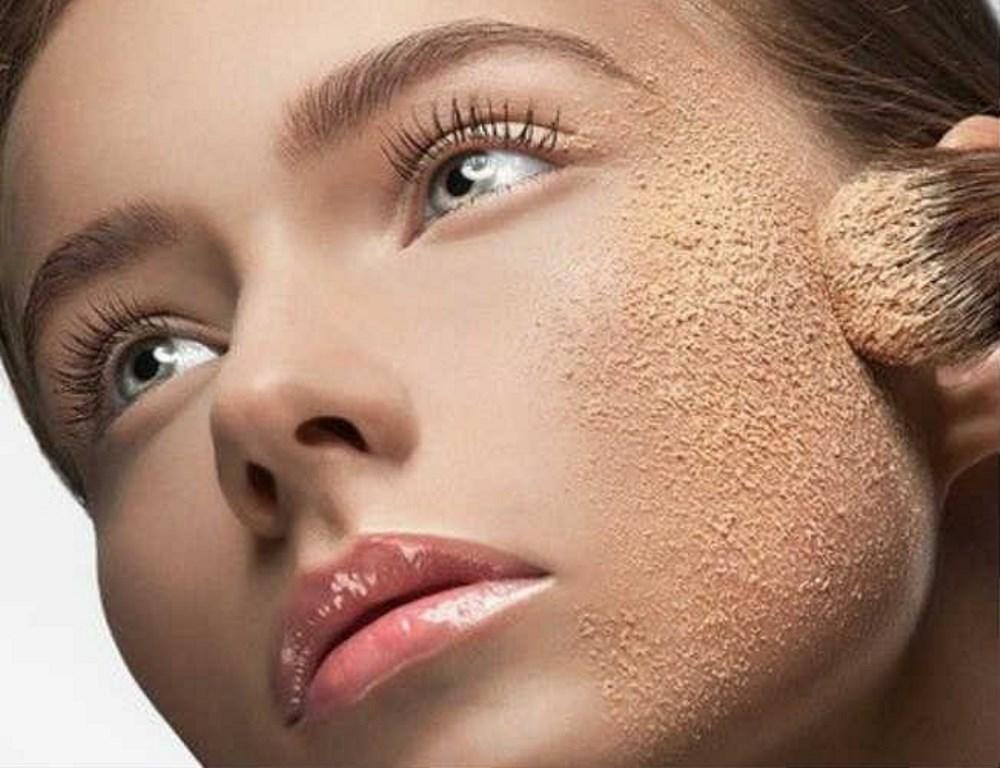 7a5298aebe66f استخدام مستحضر «ميك أب إسبراي» يرش على الوجه بعد إنهاء وضع الميك على بعد 30  سم من الوجه، فهو يعمل على تثبت الماكياج من 6  7 ساعات، وهناك طريقة بسيطة  لتثبيت ...