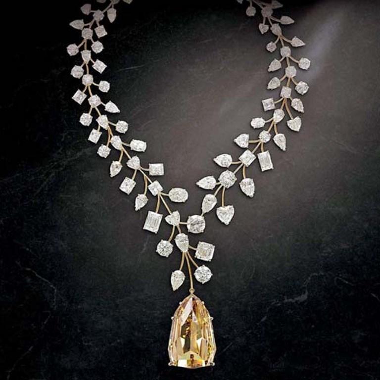 L'Incomparable Diamond Necklace ماسة لا تقارَن