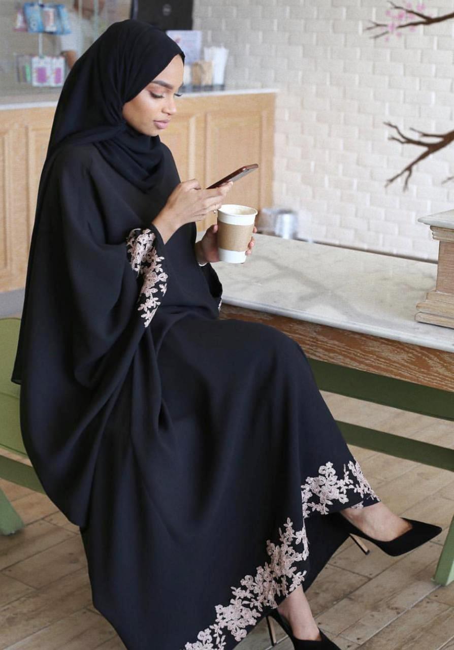 عبايات على طريقة الفاشينيستا السعوديات