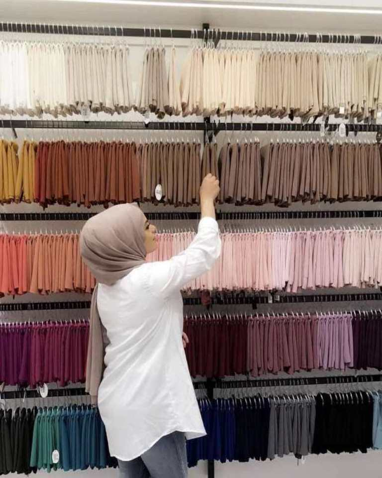 اختيار ألوان السكارف المناسبة