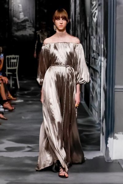 فستان من تصميم ديور
