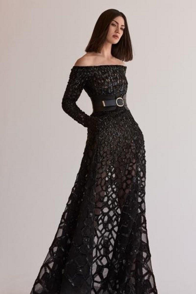 -Robes noires bouffantes :
