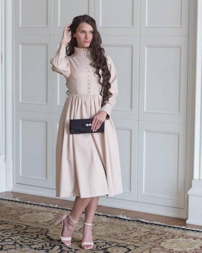 فستان باللون البيج