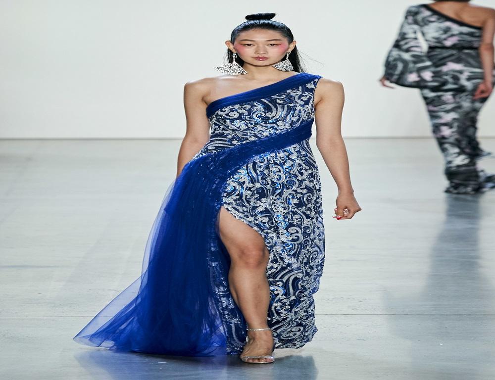 فستان بمشتقات اللون الأزرق من مجموعة تداشي شوجي