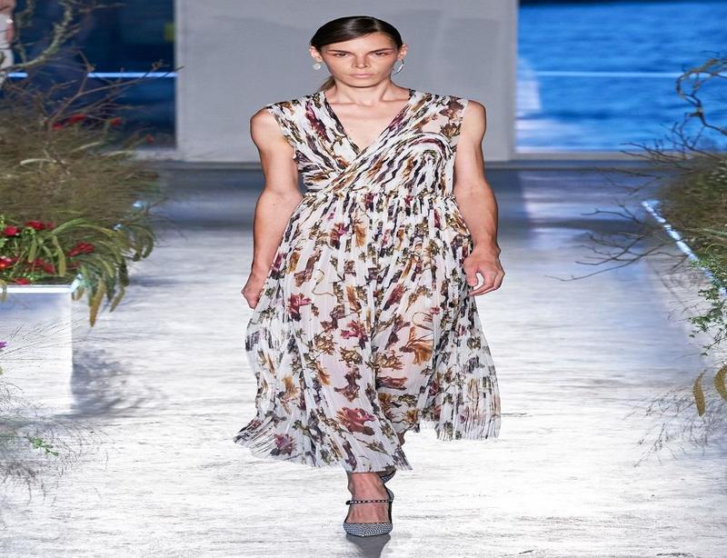 فستان طويل من مجموعة جايسون وولربيع 2020
