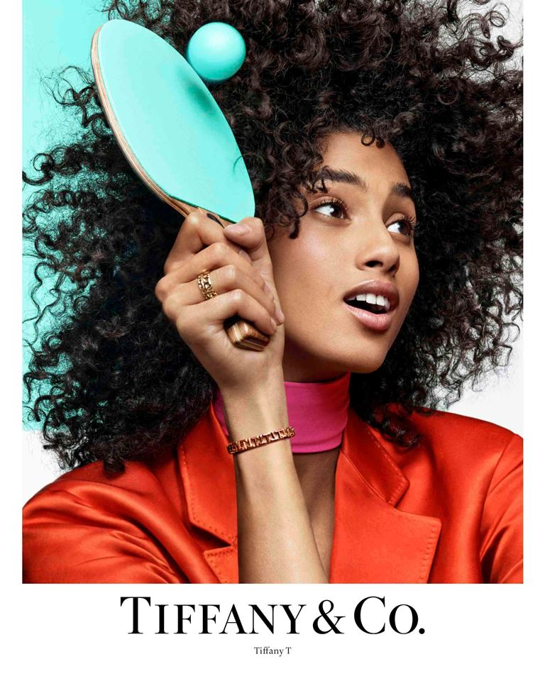 7a5879dd2 وبوضع صورهن بجانب تصاميم تيفاني المميزة وترتيبها بصورة متناسقة، تتشكّل  العلبة الأيقونية الزرقاء من تيفاني Tiffany Blue Box® بحرفية وفنية بارعة.