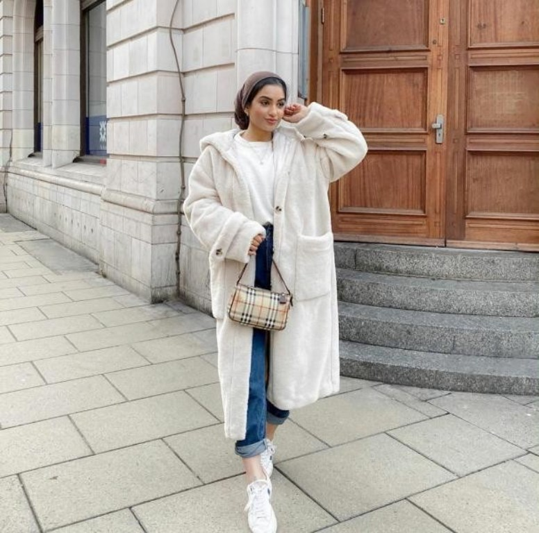معطف فرو أبيض