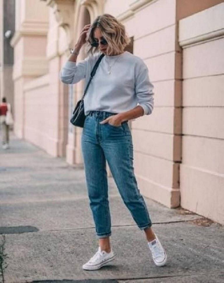 تنسيق السويت شيرت مع بنطلون جينز