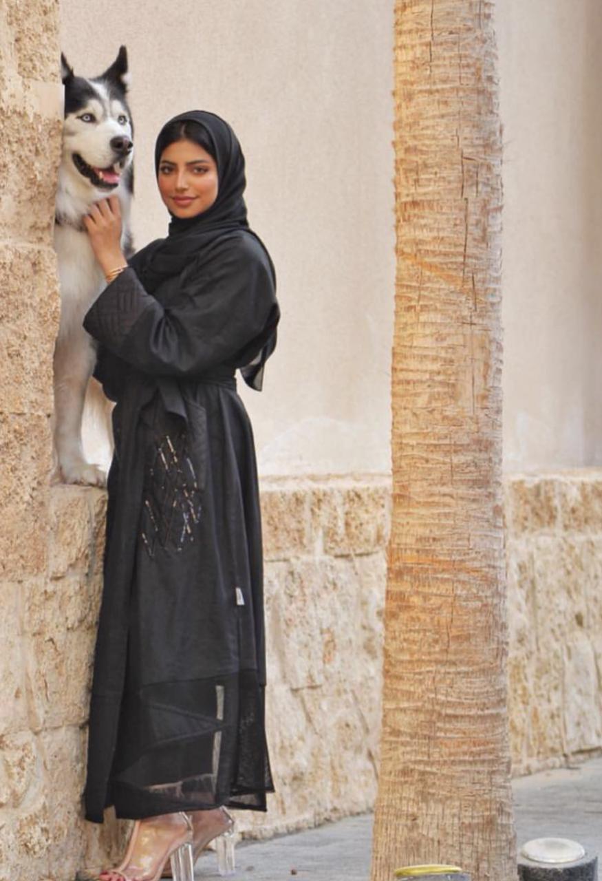 عباية مختارة من الفاشينيستا السعودية شهد الزهراني