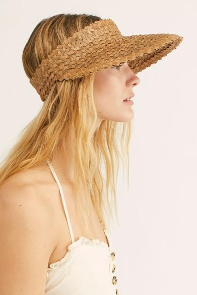 A distinctive hat for the beach