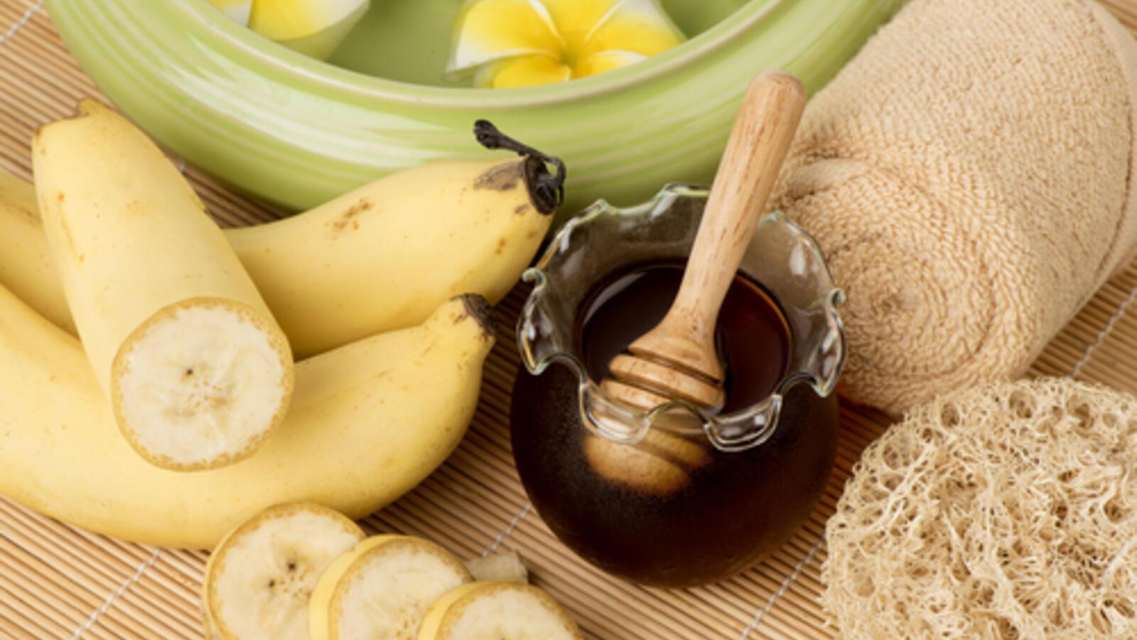 الزبادي والموز والعسل لترطيب الشعر